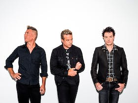 A photo of the band, The Living End
