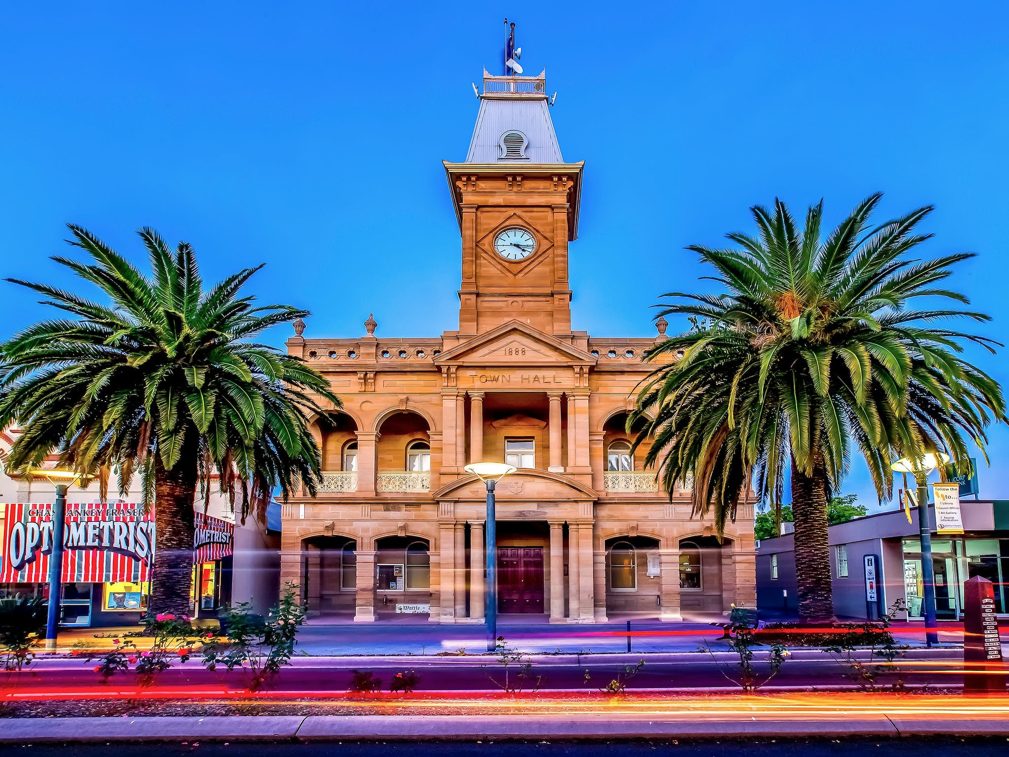 Warwick Town Hall sandstone building with palm trees out the front