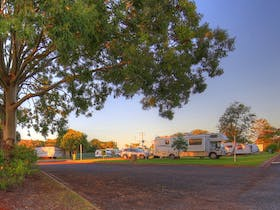 Yarraman Caravan Park and Cabins
