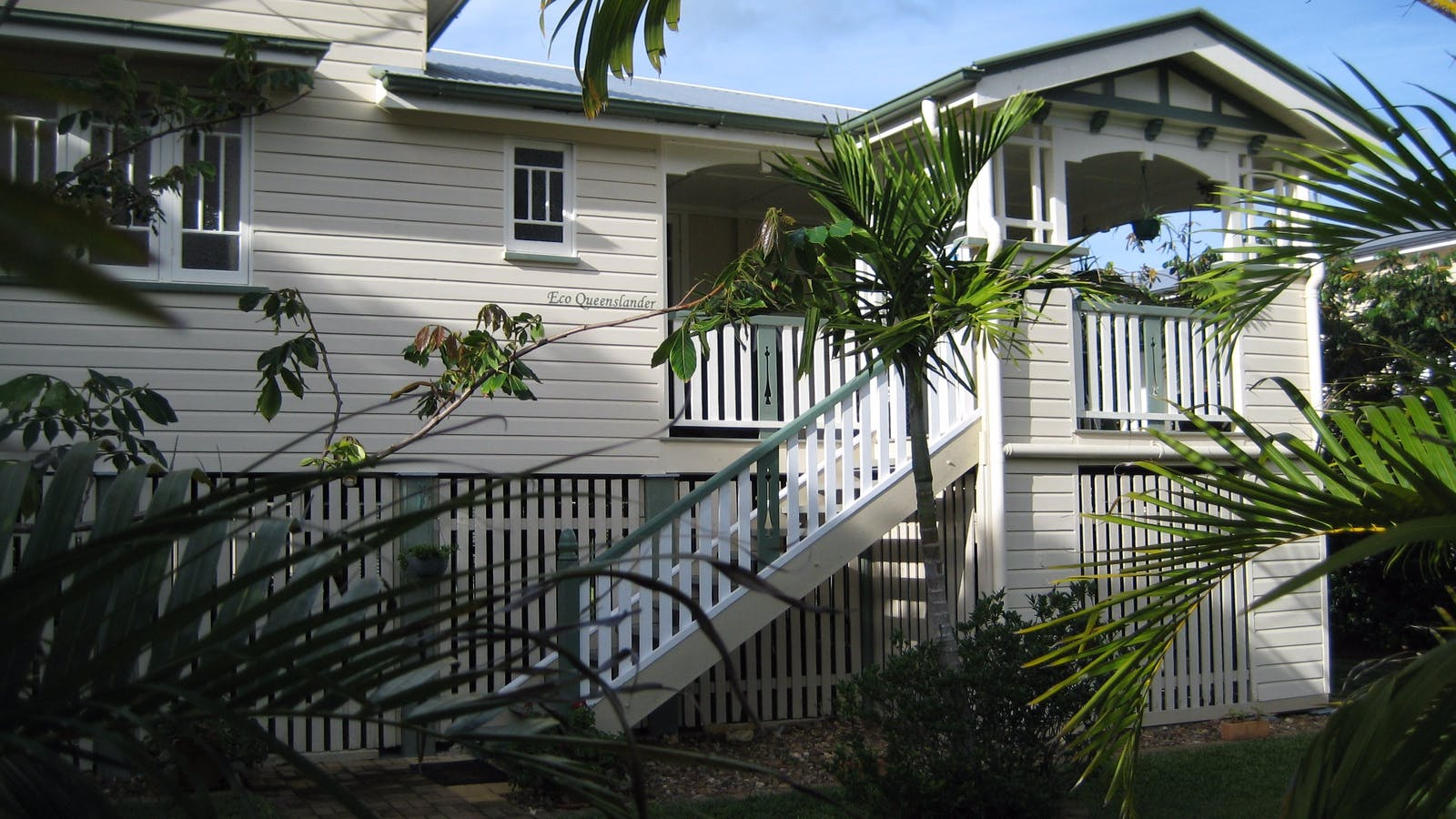 Eco Queenslander, Street view
