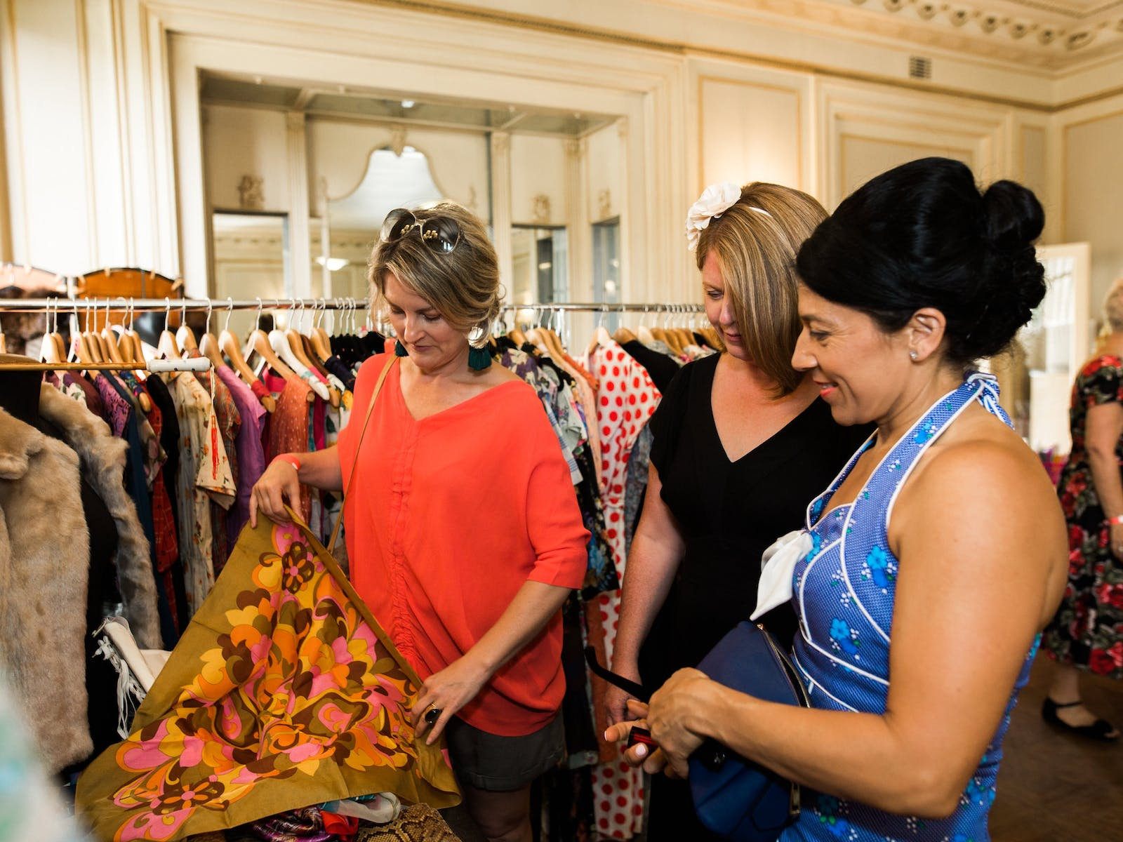 Image for Vintage Clothing Sale at Como