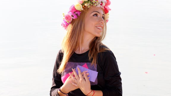 Make flower crowns on Manly Beach