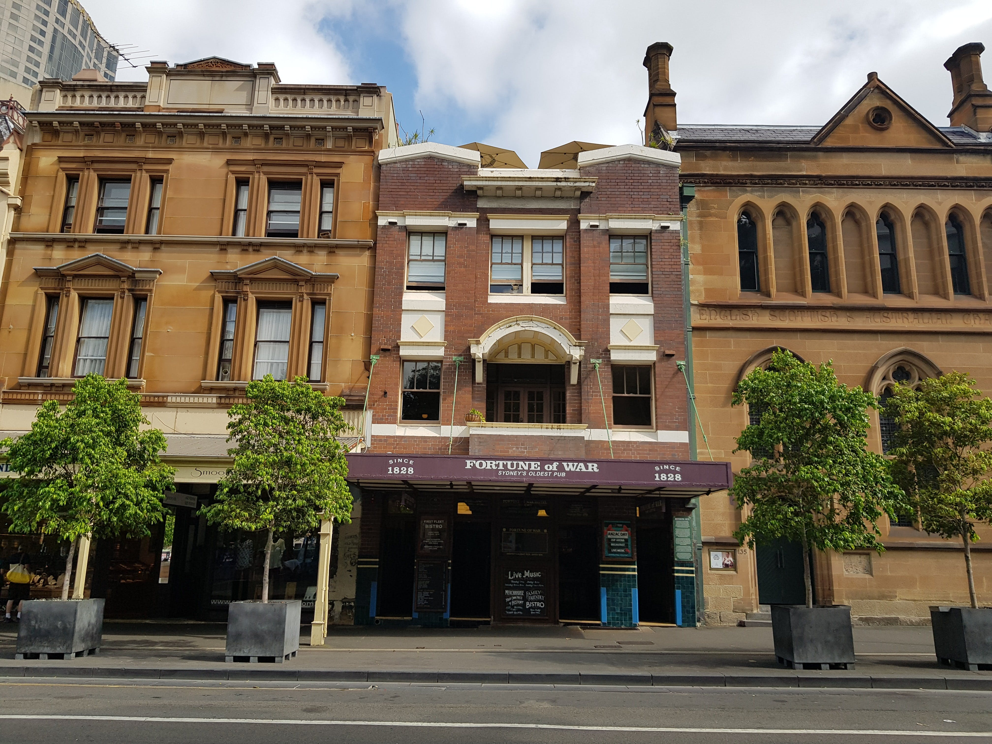 Fortune of War front facade, facing George Street.