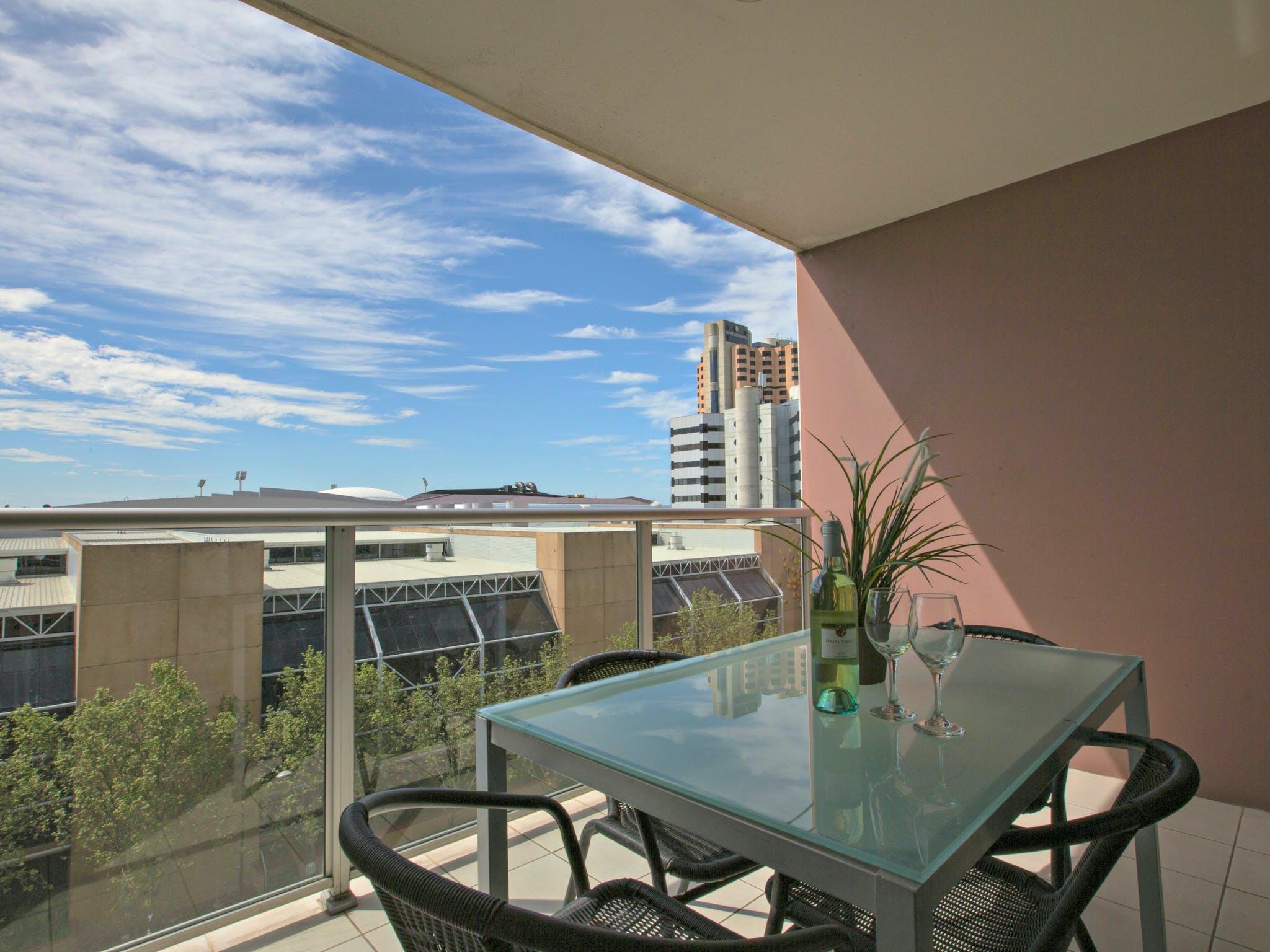 Adelaide DressCircle Apartments - North Terrace Slider Image 10