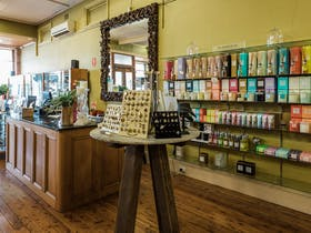 Uneke Antiques, Homewares and Gifts, Wagga Wagga