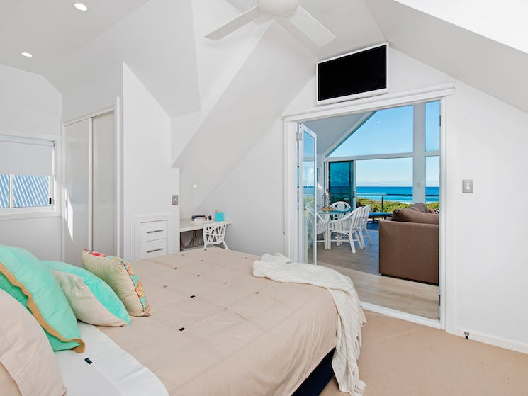 Middle Rock Beach House - Absolute Beachfront