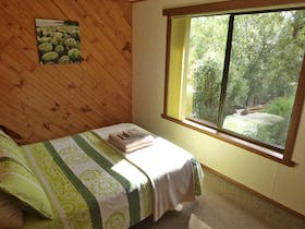 Boronia Cottage at Eagles Rise Tasmania is a cosy two bedroom cottage nestled in beautiful bushland at Sisters Beach