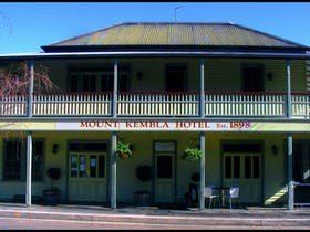 Mount Kembla Village Hotel