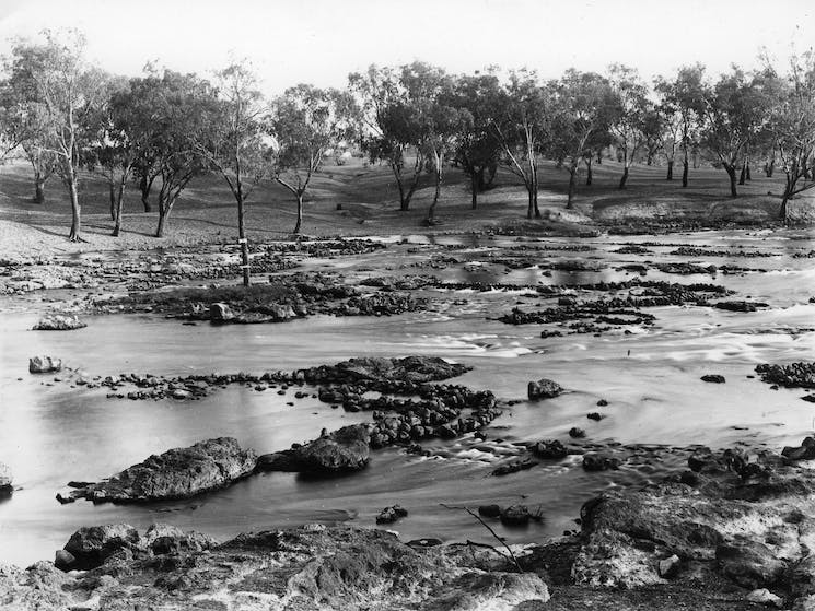 Brewarrina Aboriginal Fish Traps Guided Tour