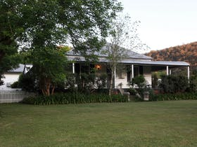 Avoca House and Cottage Accommodation