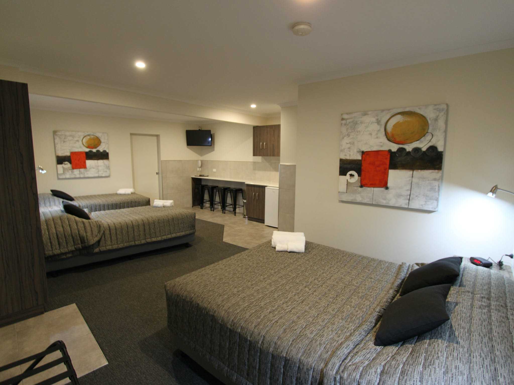 Deluxe Family Room - One Room
