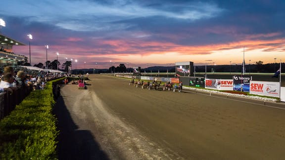 Metropolitan Race Days at Menangle Park