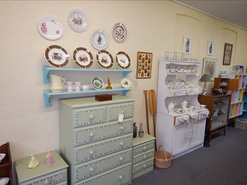Meri collectables visit yass valley for Y h furniture trading