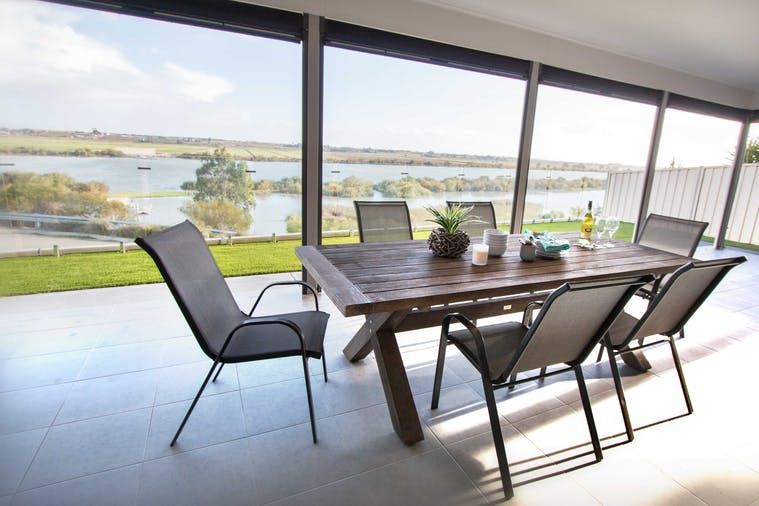 Serenity and sweeping Murray River views