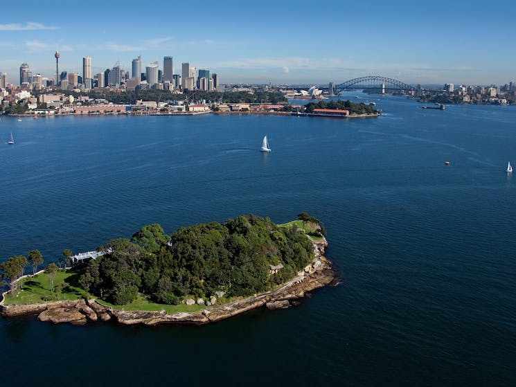 Sydney Harbour and Be-lang-le-wool (Clark island, National Park).