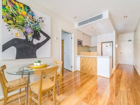 1 Bedroom Apartment Non River View - Dining