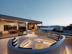 2Luxury Penthouse outdoor entertaining area