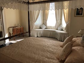 Queen Ann room four poster bed and bay window seat