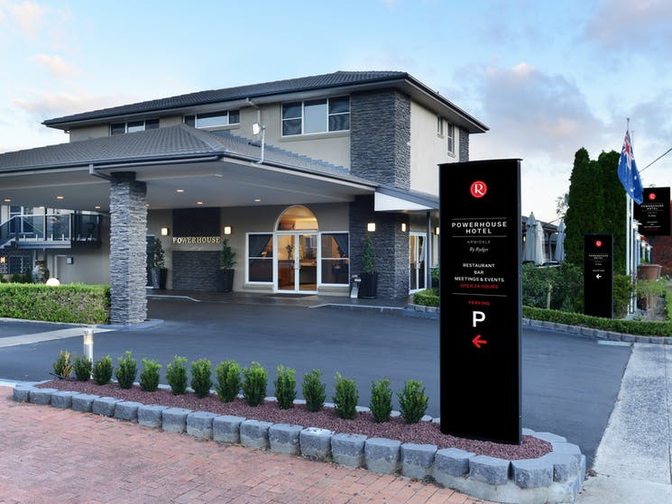 Exterior of the 4.5 star Powerhouse Hotel Armidale by Rydges