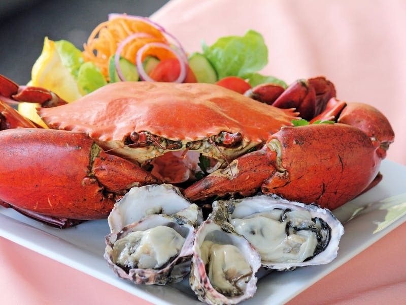 With a premium craband a selection of oysters, enjoy the finest tastes of the Tweed River