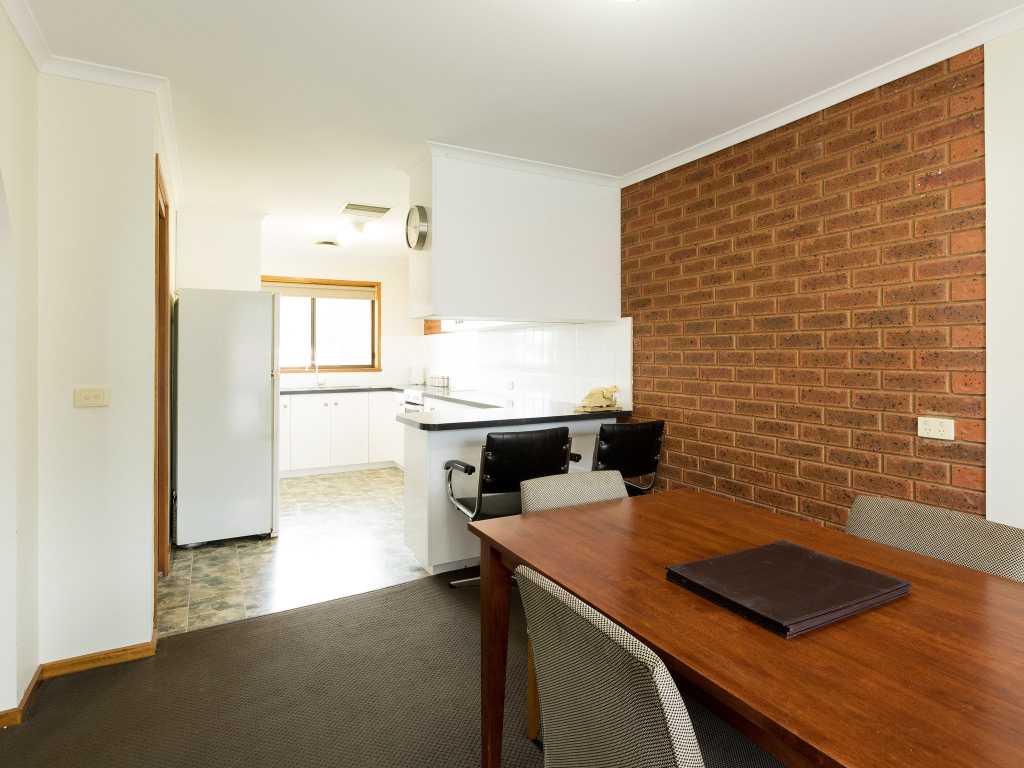 Full size, fully equipped kitchen and dining room perfect for families or groups